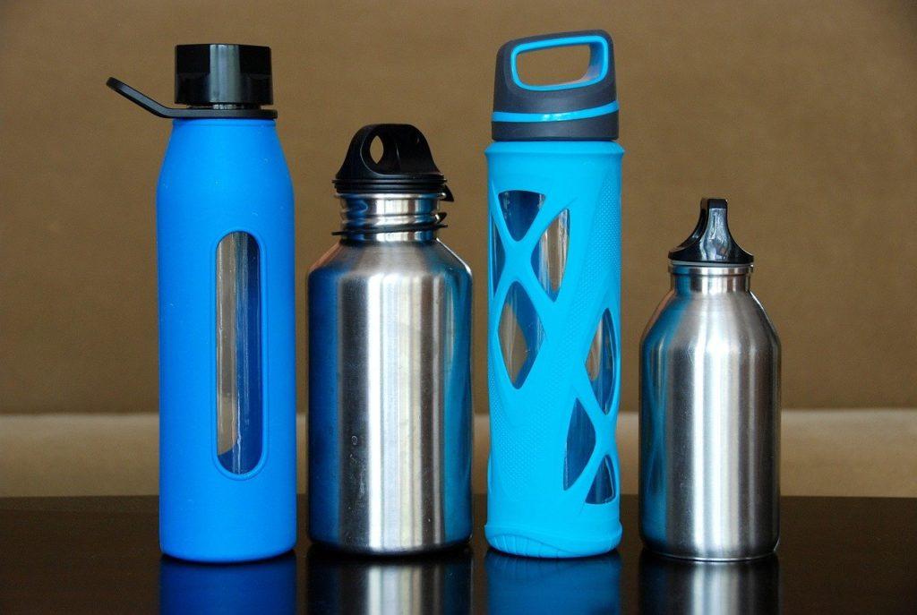 様々なタイプの水筒