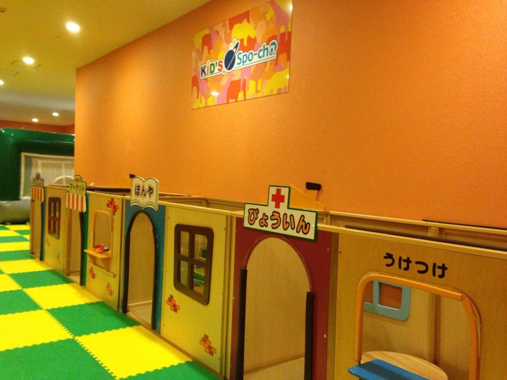 スポッチャ(ダイバーシティ東京プラザ店)のキッズスポッチャで遊ぶ子供