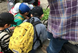 幼稚園の遠足時の子供のリュックサック
